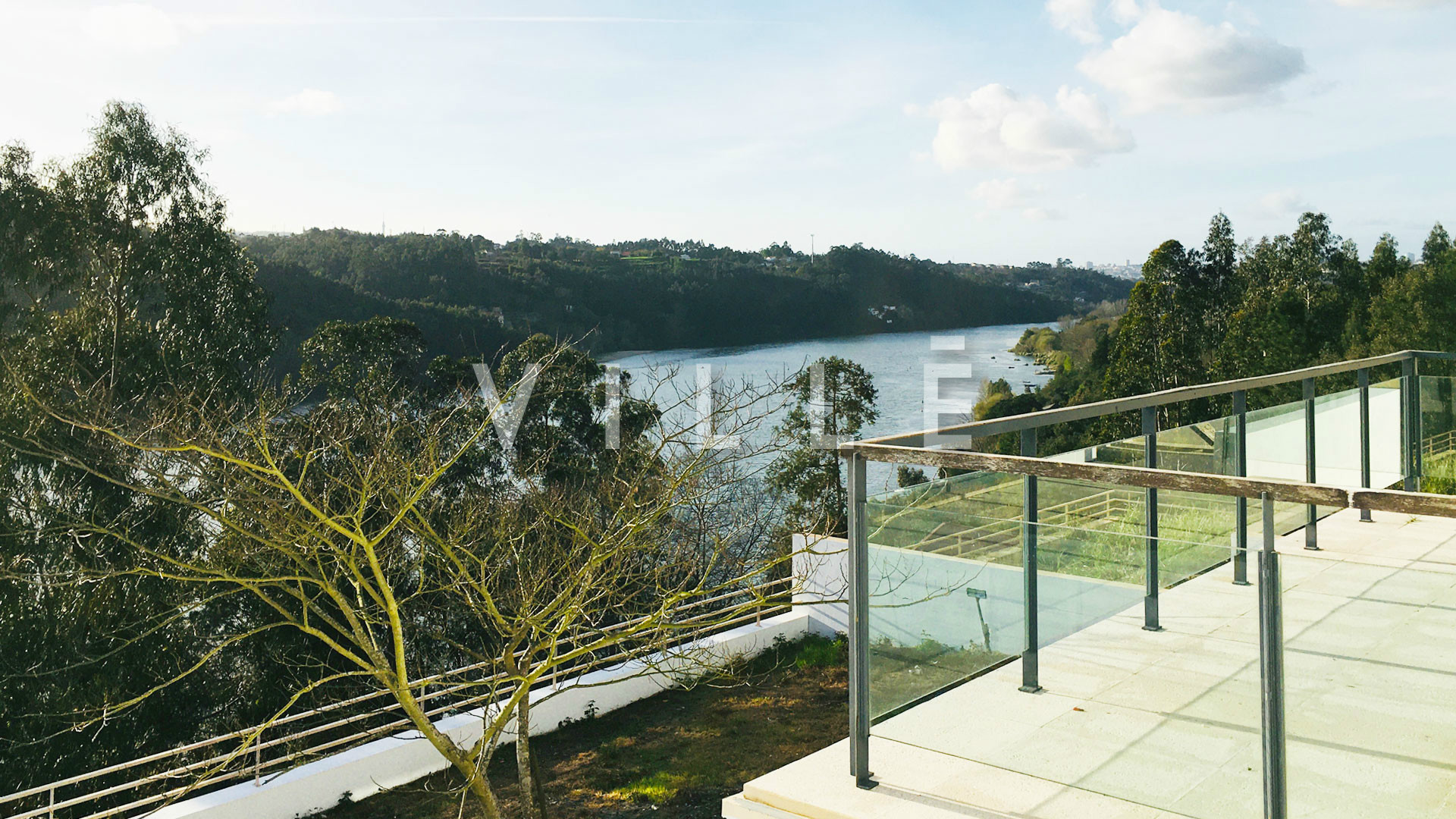 4 bedroom house with beautiful views to the river douro