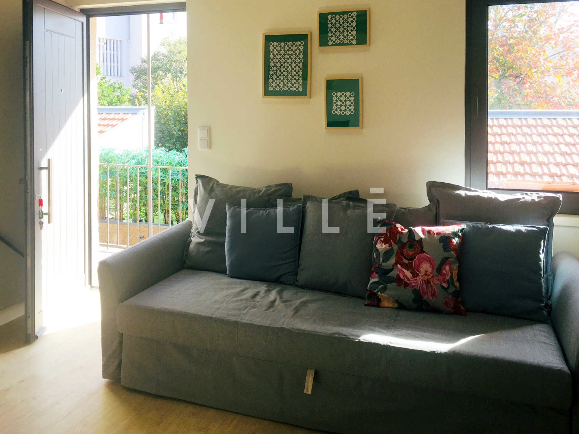 Studio T0 duplex for rental with mezzanine, fully equipped and furnished